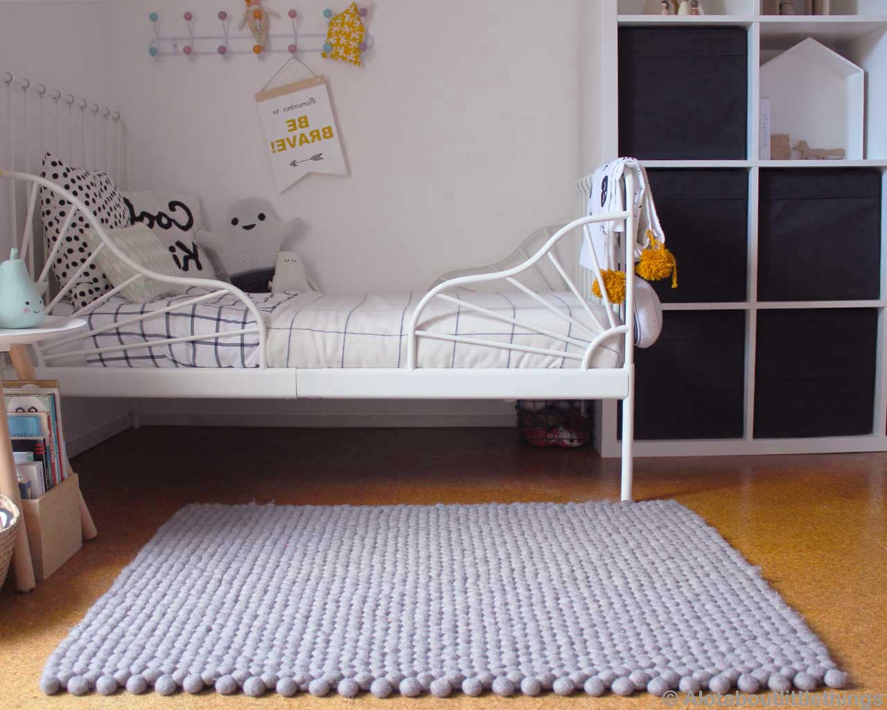 childrens room felt ball rug 3