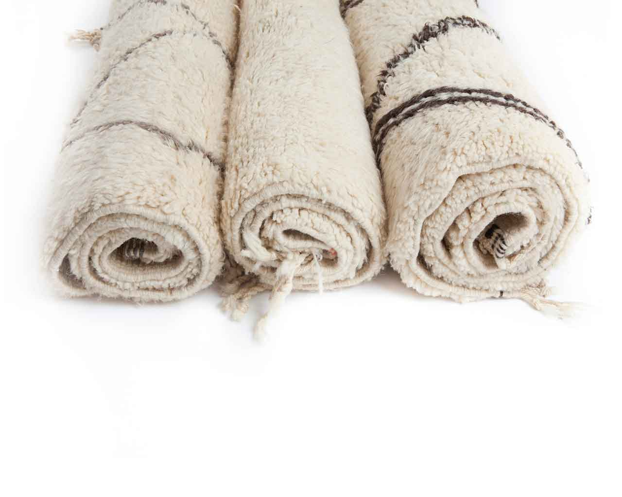 customizable white woolen rugs with pattern 1
