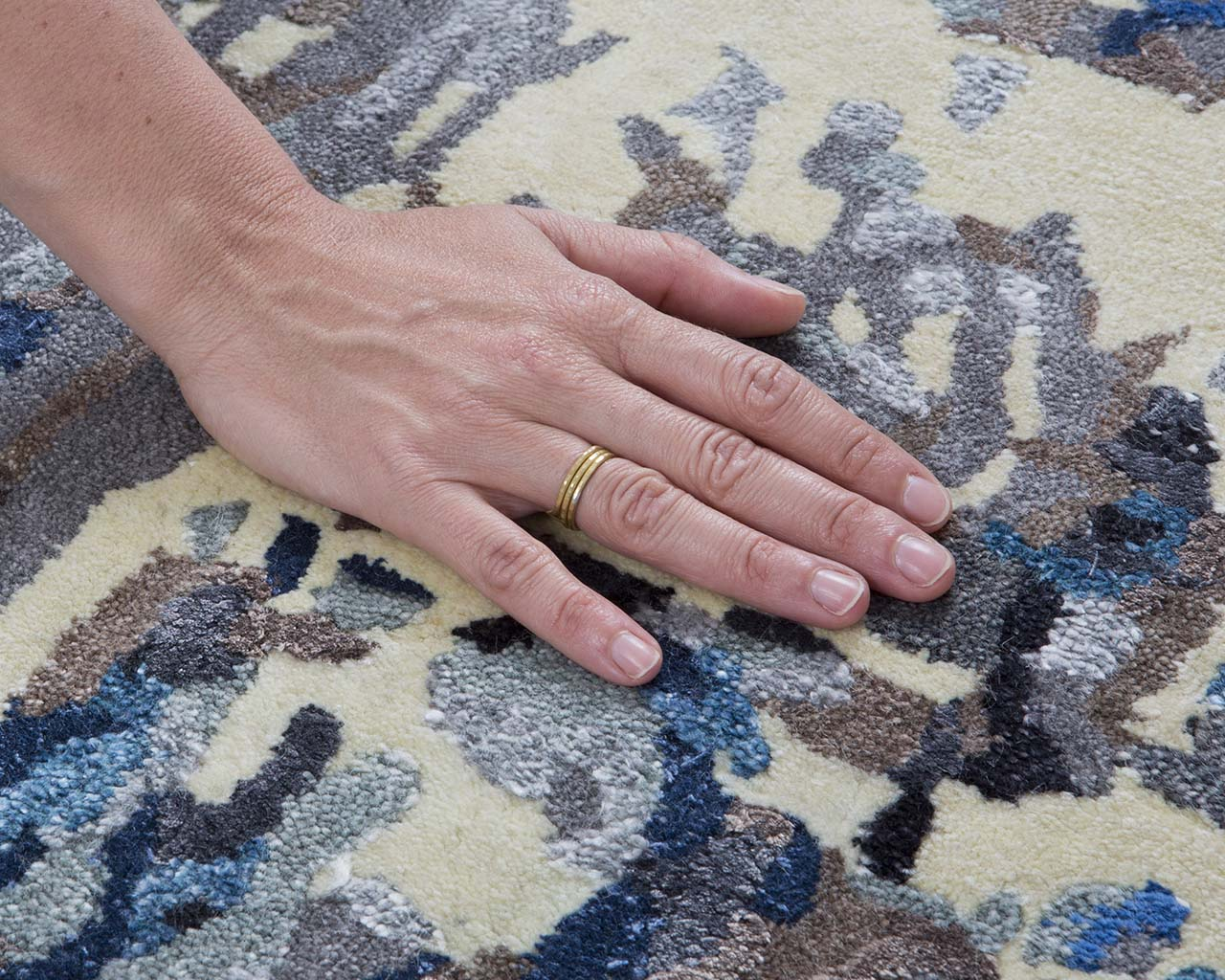 alice blue tufted hand with ring modern carpet rugs