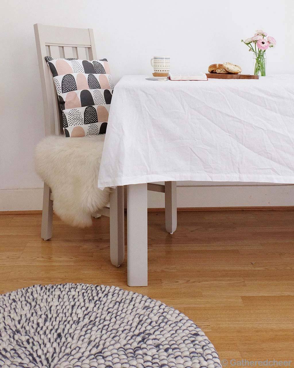 chair with cushion and table contemporary rugs