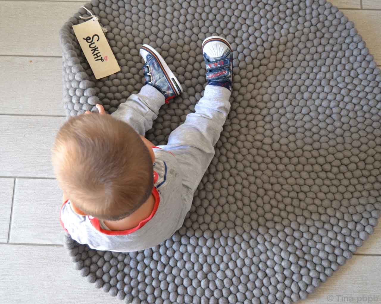 hand knotted cute baby with brown hairs nepalian made rugs