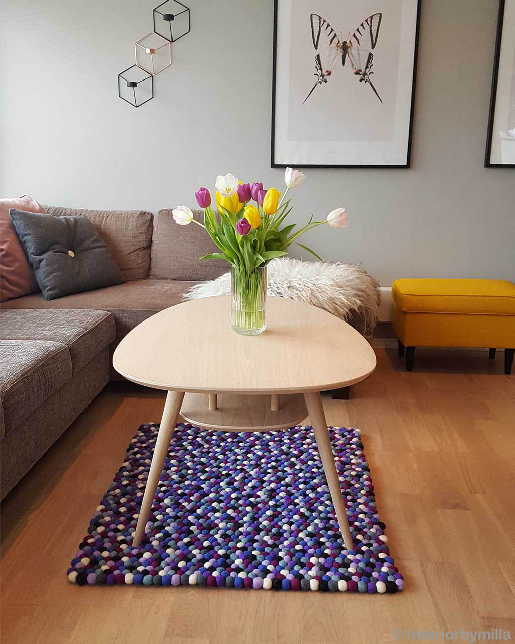 hand knotted fresh flowers in glass on table rugs
