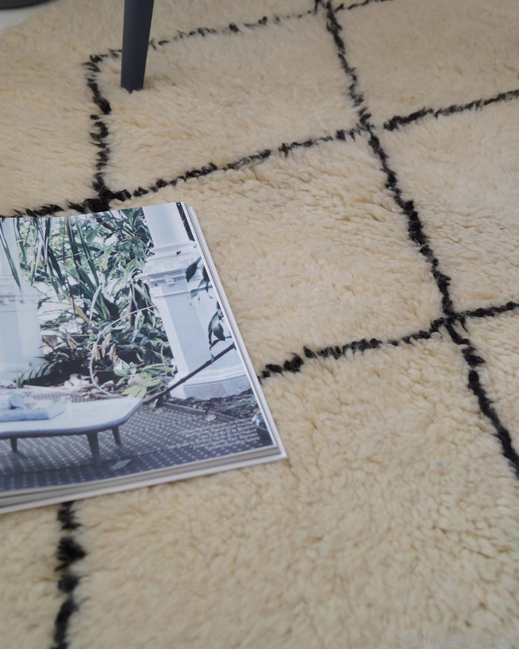 hand knotted magazine and chair cream rugs