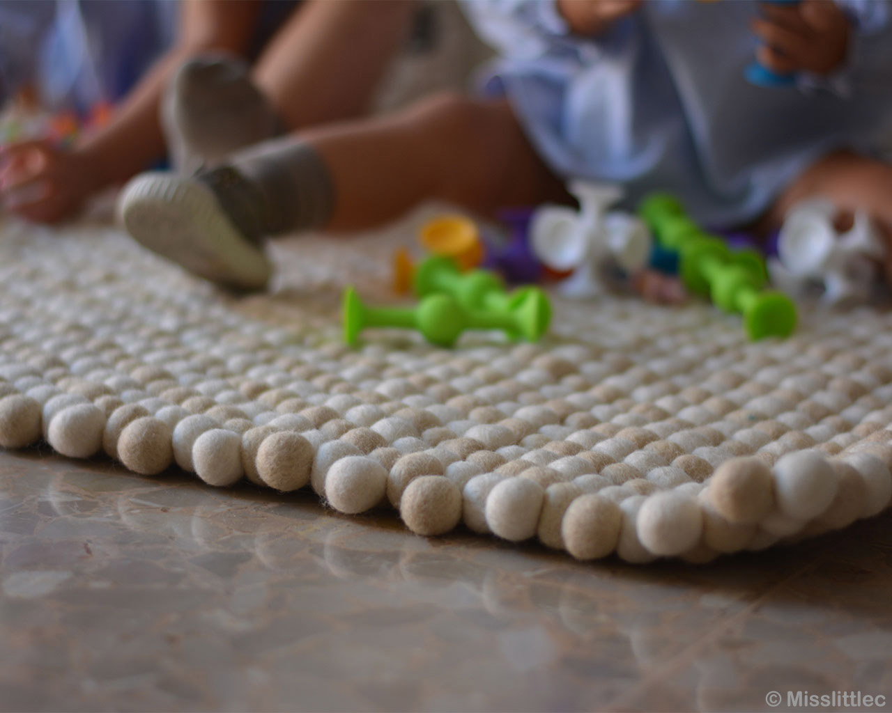 hand knotted two babies and plastic toys asian rugs