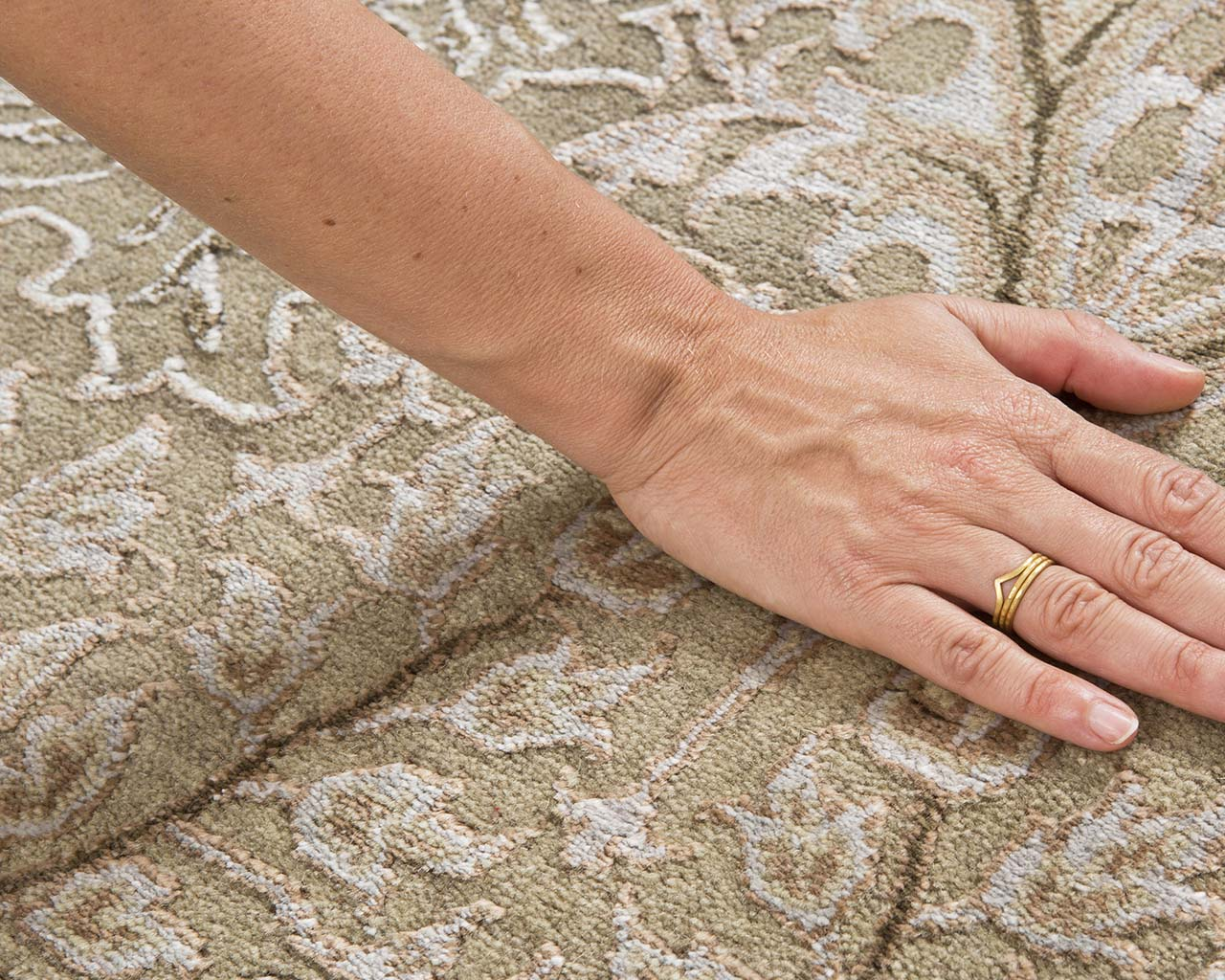 luxurious white smoke hand with ring rubber backed rugs