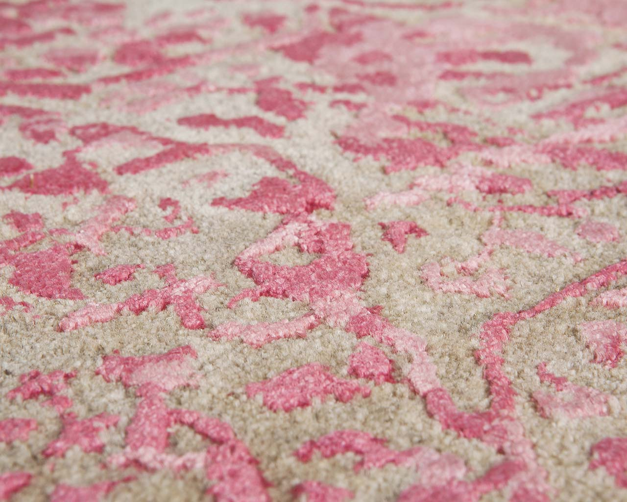 pale violet red affordable persian rugs
