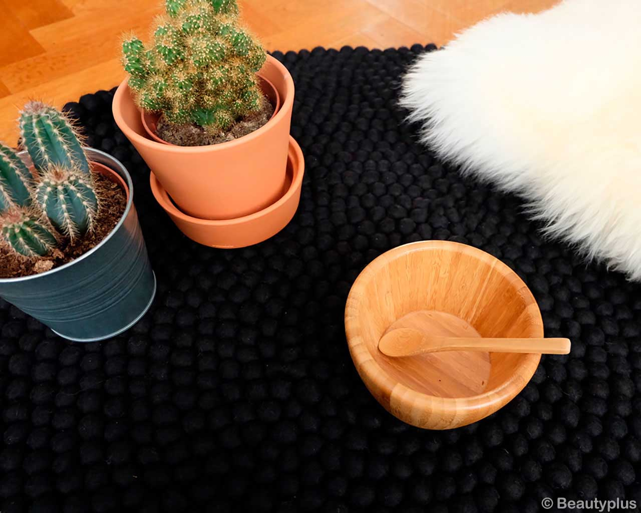 woolen pots and bowl with spoon made by nepalian modern accent rugs