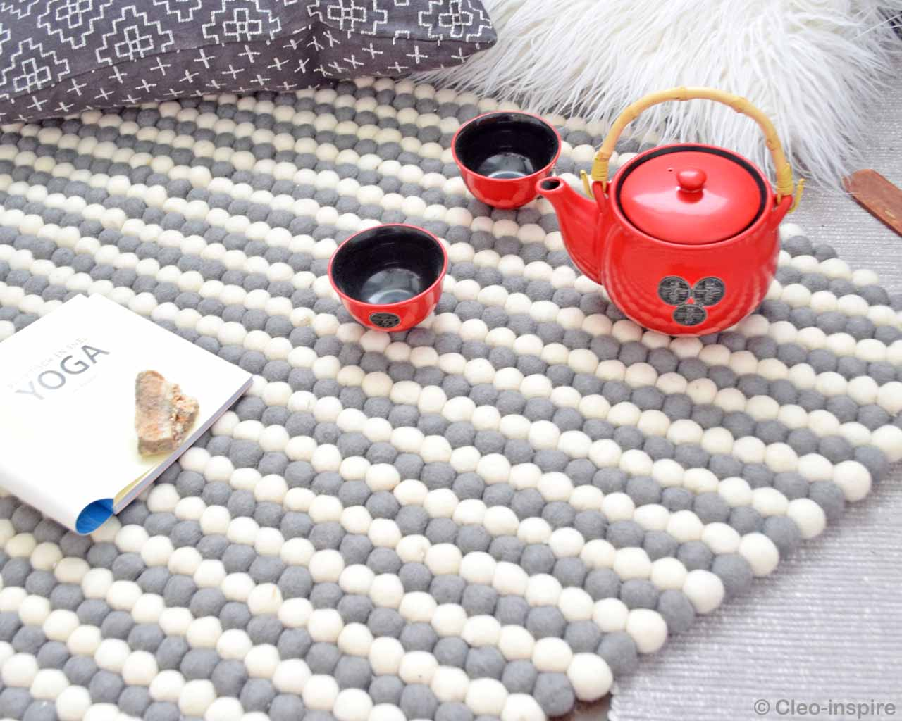 woolen red tea pot with bowls made by nepalian carpet