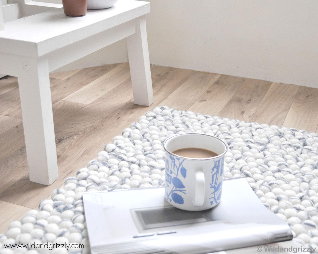 woolen white and blue tea cup made by nepalian modern rugs