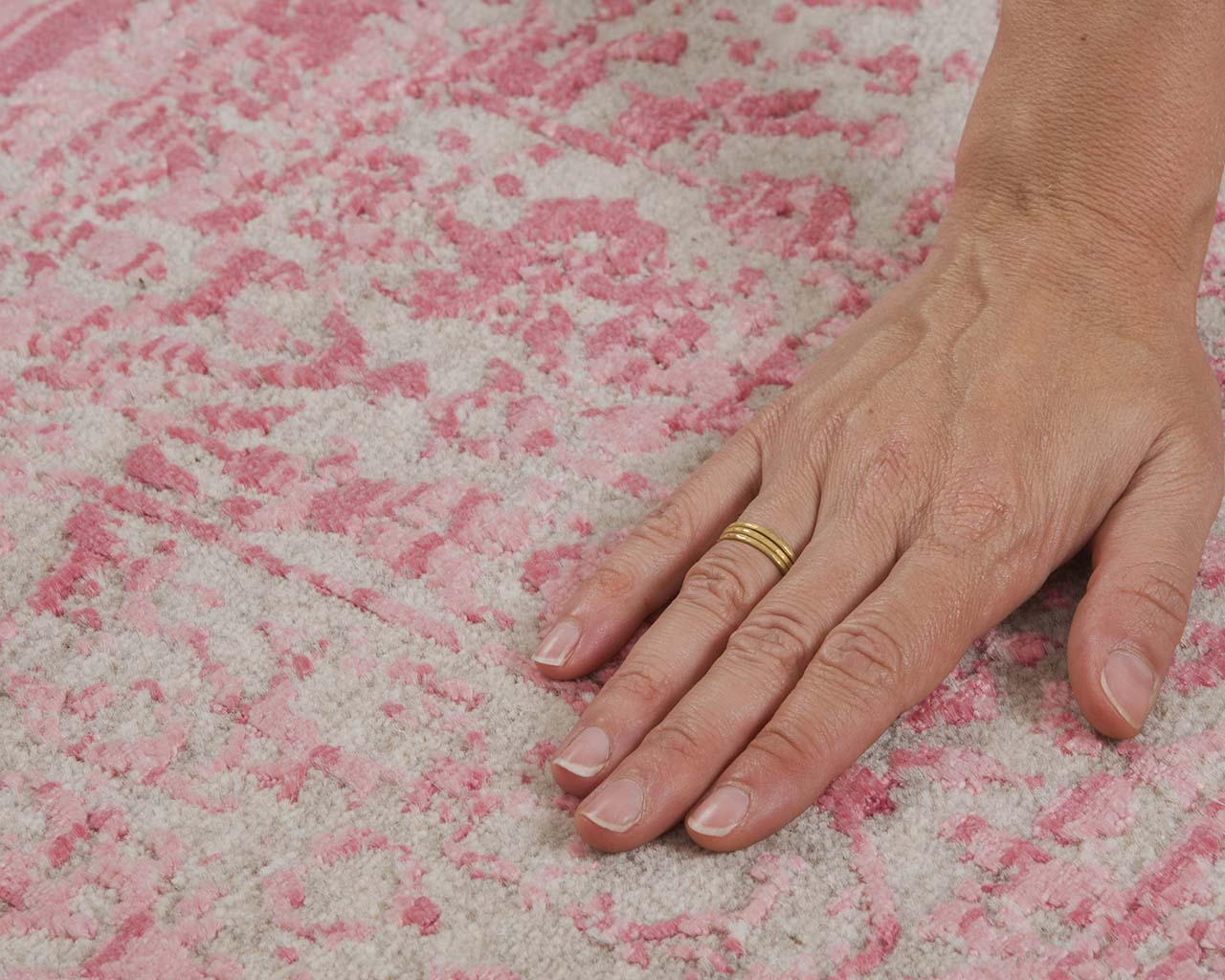 woven hand knotted deep pink hand with ring home rugs