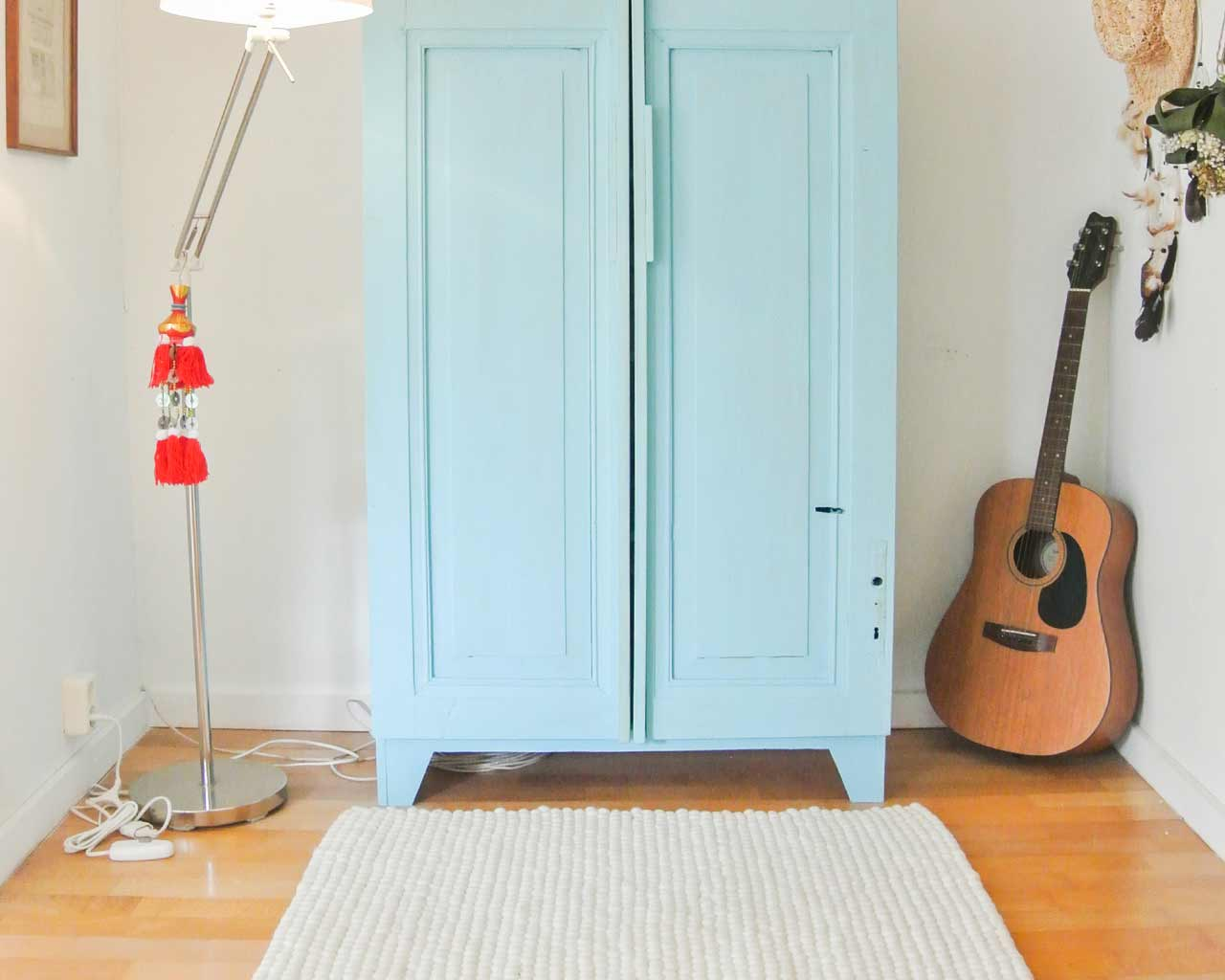white rug guitar blue cupboard
