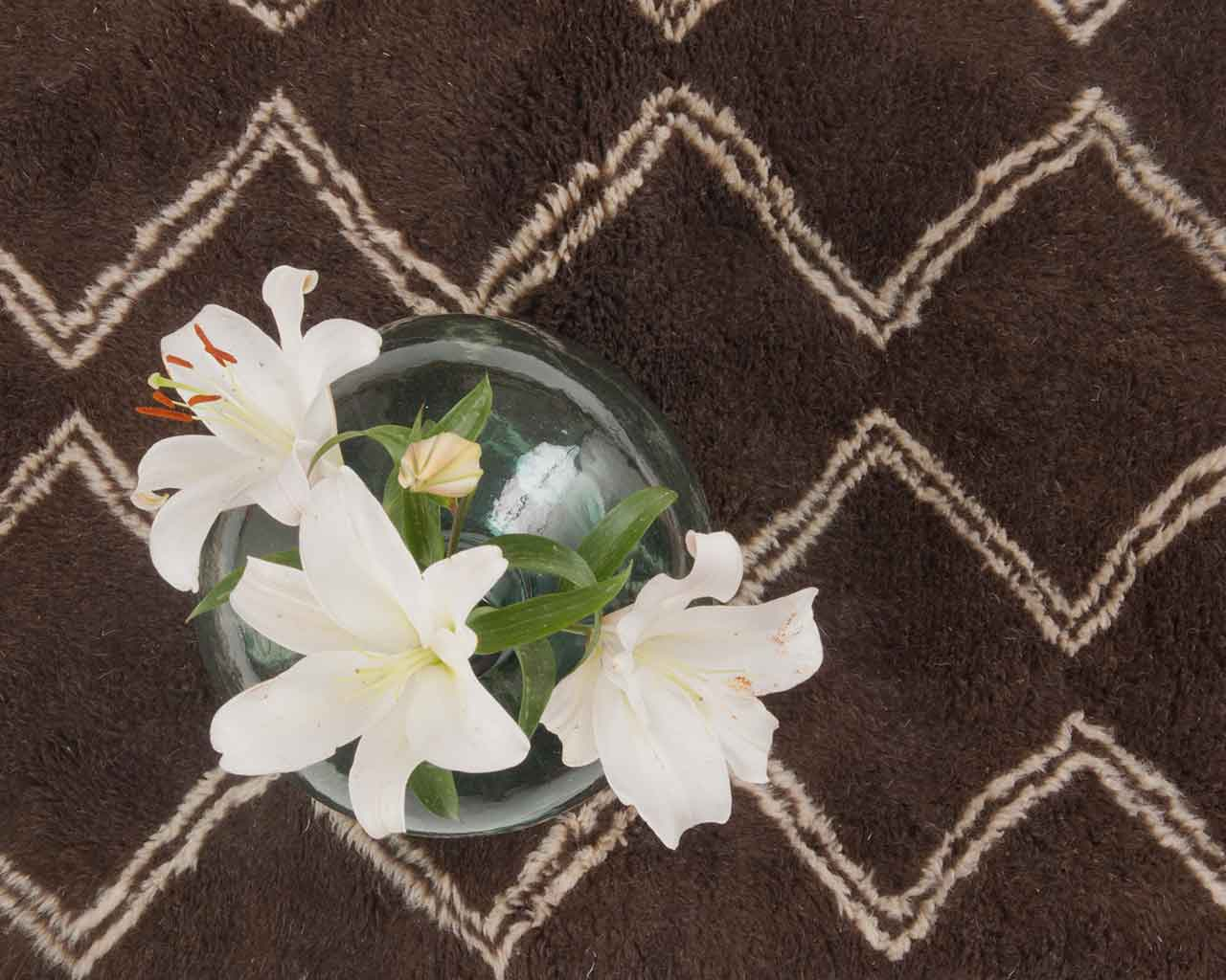 white flowers vase beni ourain rugs moroccan 1