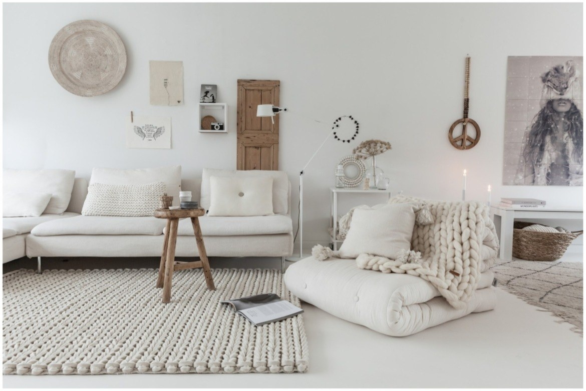 neutral-white-living-room-decor-with-braided-wool-rug